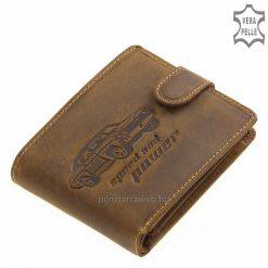 Igazi kuriózum a fedelén látható bőrbe nyomott autós mintával díszített, minőségi férfi bőr pénztárca barna színben.