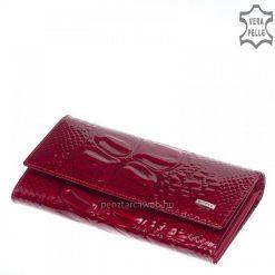 Fényes croco bőrből készült exkluzív piros lakk bőr női pénztárca, mely egy igazán nagy méretű, praktikus modell. Patenttal zárható.