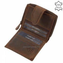 Kisméretű tulajdonságából adódóan egy kisebb kézitáskában is praktikus módon elfér ez a díszdobozban forgalmazott barna bőr pénztárca.