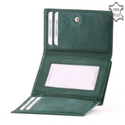SLM márkajelzésű kisméretű praktikus női bőr pénztárca valódi bőrből világos türkiz színben, a fedlapon varrott dizájnos elemmel.