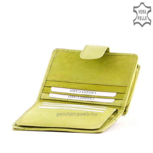 SLM márkajelzésű praktikus kis méretű, női bőr pénztárca valódi bőrből világos zöld színben. Fedelén varrott dizájn elemmel.
