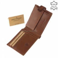 Ezt az enyhén fényes kiváló minőségű, tartós marhabőrből készült sportos férfi bőr pénztárca modellt nagyon kellemes barna színben gyártjuk.