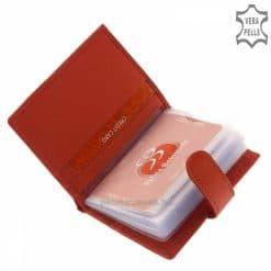 Ez a piros színű bőr női kártyatartó rózsamintás benyomással igazán különleges és minőségi termékünk, ráadásul díszdobozban küldjük.