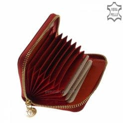 Igényesen kidolgozott cipzáras croco mintás piros színű lakk bőr női kártyatartó modell, mely akár minőségi pénztárcaként is funkcionálhat.