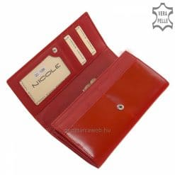Selyemfényű bőrből világos piros színben készült minőségi női bőr pénztárca, fedelén klasszikus hatású benyomott márkajelzéssel.