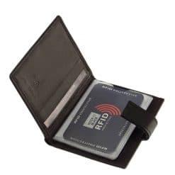 Új RFID védelemmel tervezett termékeinek egyike ez a rendkívül praktikus fekete színben készült valódi bőr férfi kártyatartó.