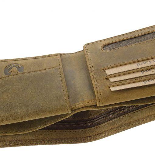 GreenDeed minőségi horgász férfi pénztárca természetes karakterű valódi bőr felhasználásával gyártva barna színben. Díszdobozos termék.