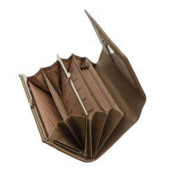 Az aktuális divat követőinek ajánljuk ezt a barna színű, minőségi PATRIZIA márkás női pénztárca modellt. Díszdobozos kivitelben készült tárca.