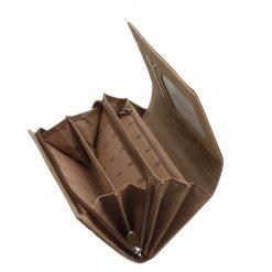 Minőségi PATRIZIA márkás női pénztárca, melyet az aktuális divat követőinek ajánljuk a tárca barna színű lakk bőr felhasználásával készült.