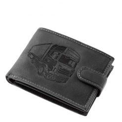 Különleges külsővel tervezett GreenDeed márkájú minőségi fekete színű bőr férfi pénztárca kamion mintás benyomattal fedelén.